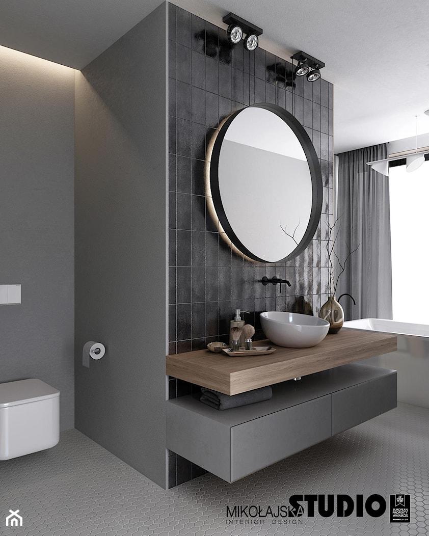 łazienka w stonowanych szarościach - zdjęcie od MIKOŁAJSKAstudio - Homebook