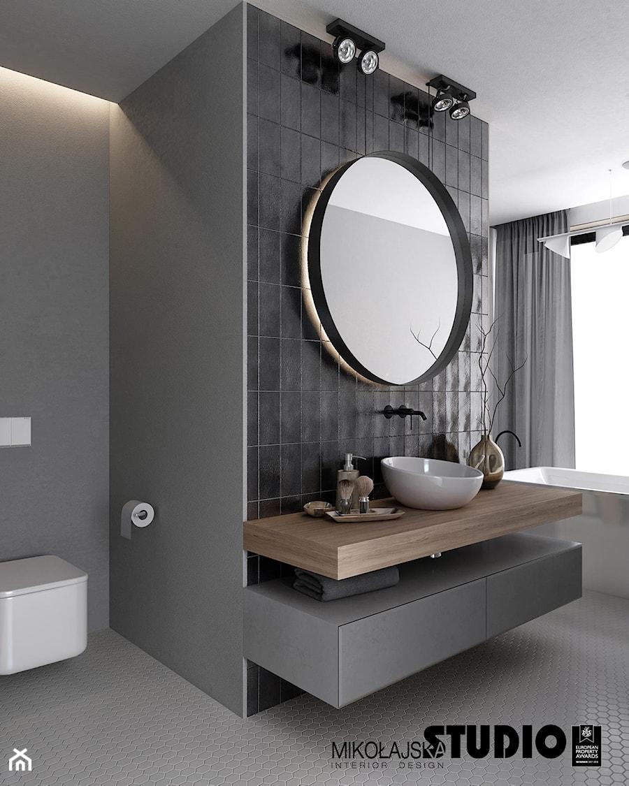 Aranżacje wnętrz - Łazienka: łazienka w stonowanych szarościach - MIKOŁAJSKAstudio. Przeglądaj, dodawaj i zapisuj najlepsze zdjęcia, pomysły i inspiracje designerskie. W bazie mamy już prawie milion fotografii!