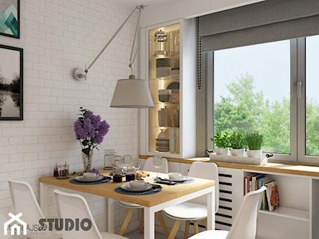 Aranżacje wnętrz - Kuchnia: biała kuchnia-drewniane akcenty - MIKOŁAJSKAstudio. Przeglądaj, dodawaj i zapisuj najlepsze zdjęcia, pomysły i inspiracje designerskie. W bazie mamy już prawie milion fotografii!