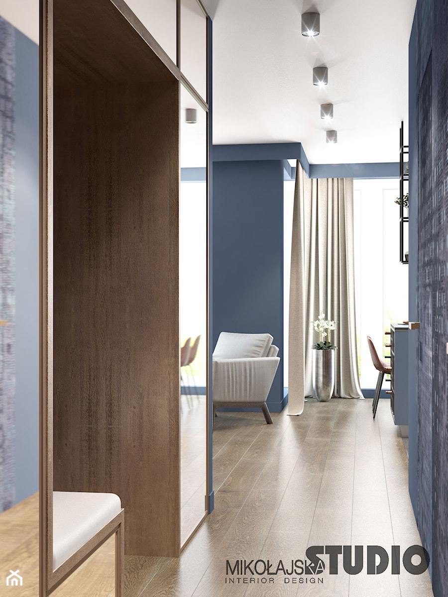niebieski korytarz - zdjęcie od MIKOŁAJSKAstudio