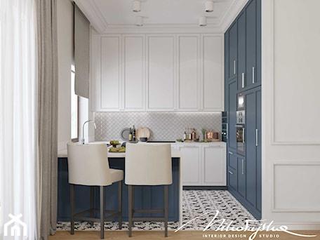 Aranżacje wnętrz - Kuchnia: Biało-niebieska kuchnia - MIKOŁAJSKAstudio. Przeglądaj, dodawaj i zapisuj najlepsze zdjęcia, pomysły i inspiracje designerskie. W bazie mamy już prawie milion fotografii!