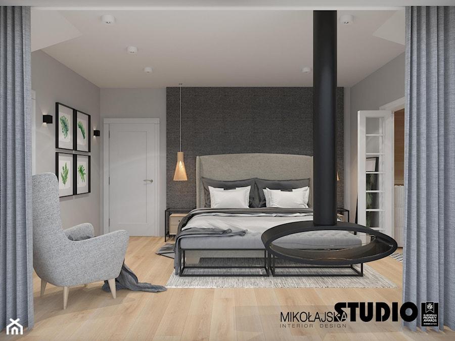 sypialnia z kominkiem - zdjęcie od MIKOŁAJSKAstudio