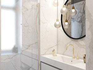 jasna marmurowa łazienka-mosiężnem detale - zdjęcie od MIKOŁAJSKAstudio