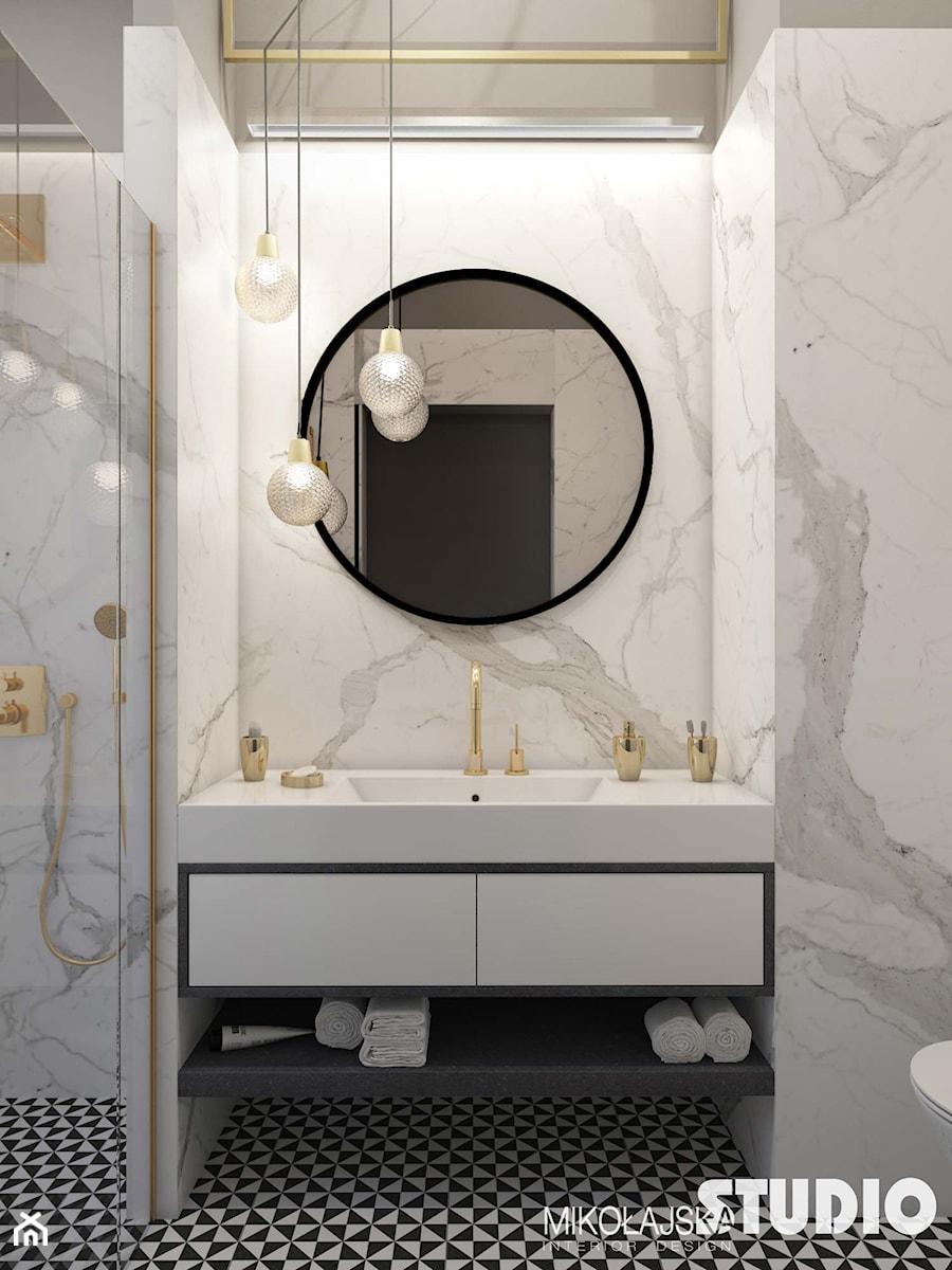 Jasna Marmurowa łazienka Okrągłe Lustro Zdjęcie Od