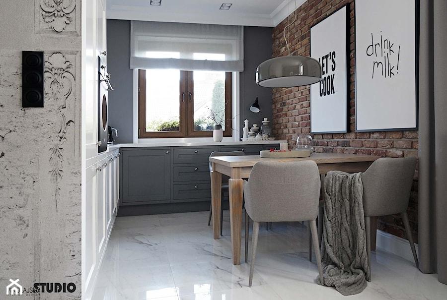 kuchnia polączona z salonem-projekt wnętrz - zdjęcie od MIKOŁAJSKAstudio