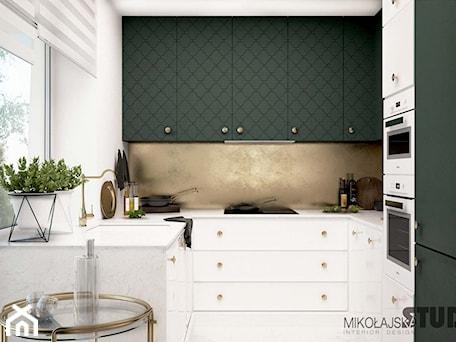 Aranżacje wnętrz - Kuchnia: kuchnia biała-oliwkowe fronty - MIKOŁAJSKAstudio. Przeglądaj, dodawaj i zapisuj najlepsze zdjęcia, pomysły i inspiracje designerskie. W bazie mamy już prawie milion fotografii!