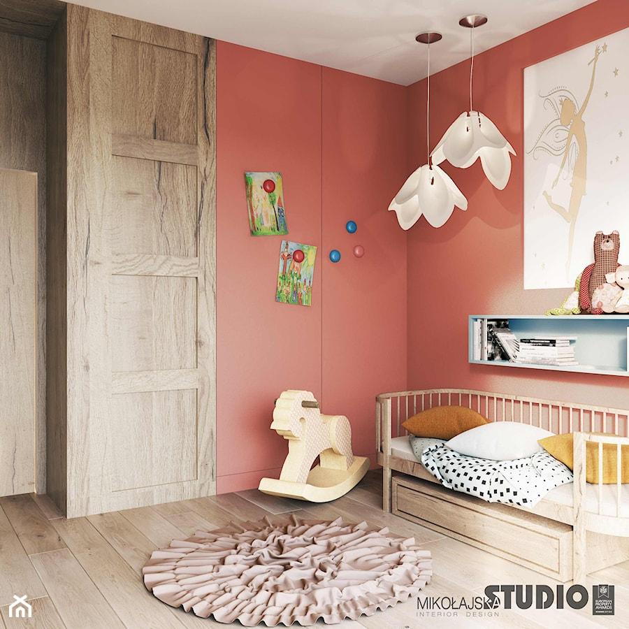Aranżacje wnętrz - Pokój dziecka: Pokój małej dziewczynki - MIKOŁAJSKAstudio. Przeglądaj, dodawaj i zapisuj najlepsze zdjęcia, pomysły i inspiracje designerskie. W bazie mamy już prawie milion fotografii!