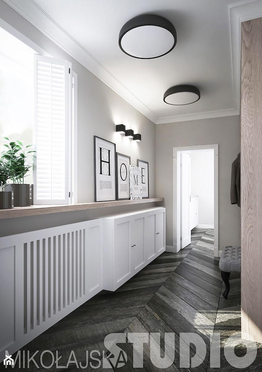 Aranżacje wnętrz - Hol / Przedpokój: jak urządzić bardzo wąski korytarz w domu - MIKOŁAJSKAstudio. Przeglądaj, dodawaj i zapisuj najlepsze zdjęcia, pomysły i inspiracje designerskie. W bazie mamy już prawie milion fotografii!
