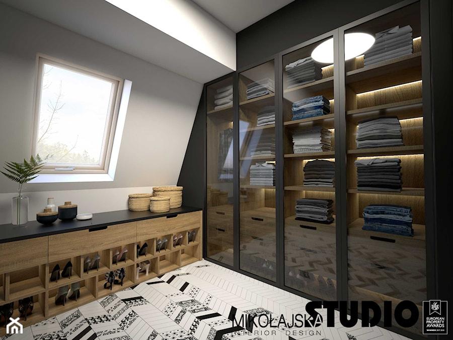 Apartament na strychu - Garderoba, styl industrialny - zdjęcie od MIKOŁAJSKAstudio