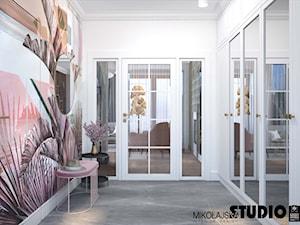 korytarz z tapetą - zdjęcie od MIKOŁAJSKAstudio
