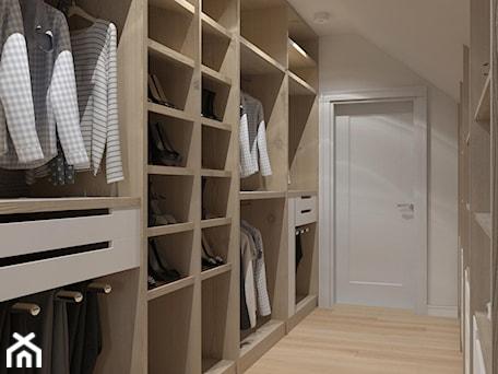 Aranżacje wnętrz - Garderoba: praktyczna garderoba - MIKOŁAJSKAstudio. Przeglądaj, dodawaj i zapisuj najlepsze zdjęcia, pomysły i inspiracje designerskie. W bazie mamy już prawie milion fotografii!