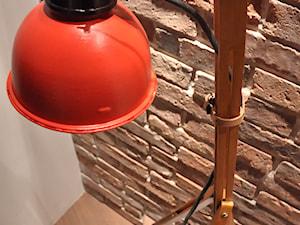Jak zrobić lampę w stylu loft z malarskich sztalug?