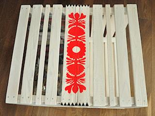 Jak zrobić stolik ze skrzynek w stylu folk?