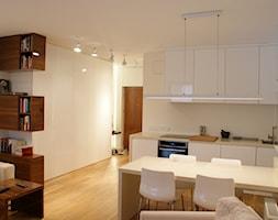 EnjoyYourDay - Średni biały salon z kuchnią z jadalnią, styl nowoczesny - zdjęcie od t design