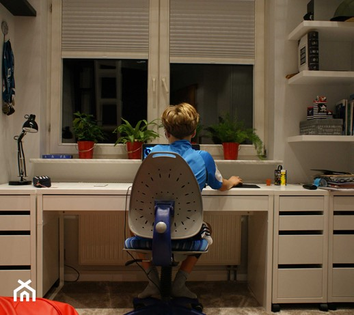 Biurko regulowane dla dziecka? Urządzamy miejsce do nauki dla dziecka