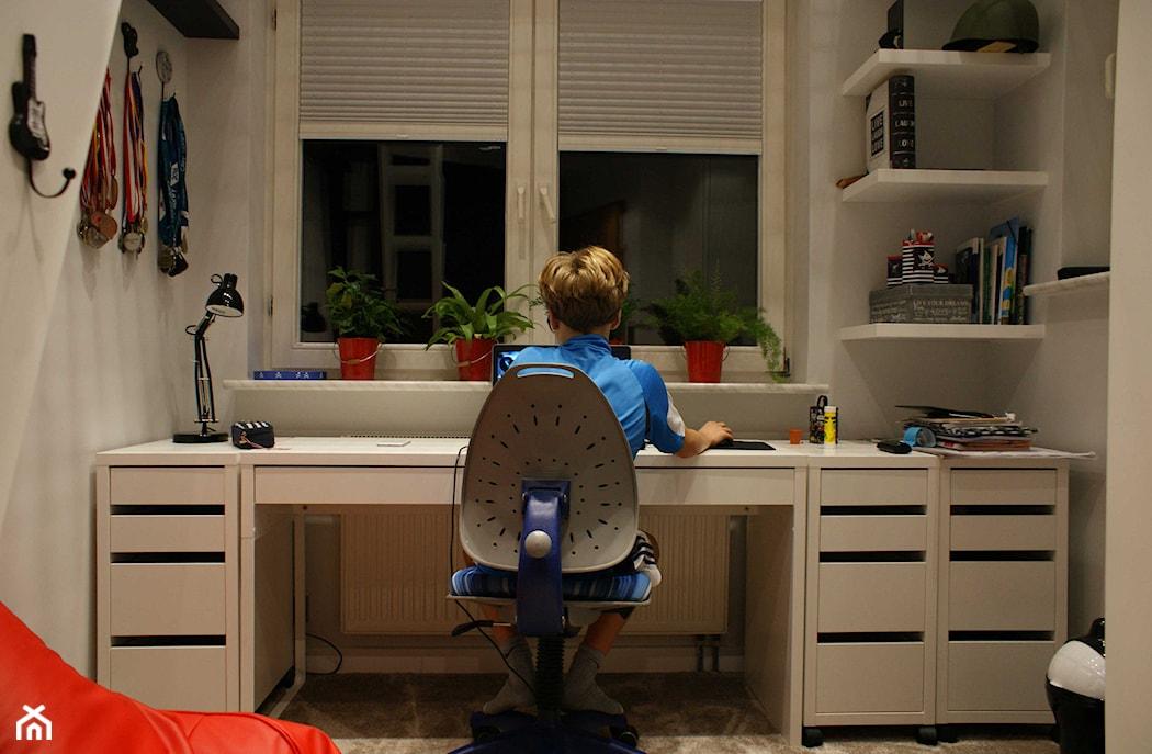 Biurko regulowane dla dziecka urz dzamy miejsce do nauki for Dormitorio nino 3 anos