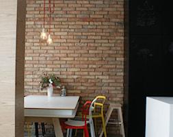 LOFT W WILANOWIE - Średnia zamknięta czarna jadalnia jako osobne pomieszczenie, styl industrialny - zdjęcie od t design