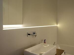 BLACK RABBIT - Mała beżowa łazienka na poddaszu w bloku w domu jednorodzinnym bez okna, styl nowoczesny - zdjęcie od t design