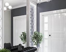 Mieszkanie w klasycznym stylu - Średni czarny hol / przedpokój, styl art deco - zdjęcie od Dom-Art
