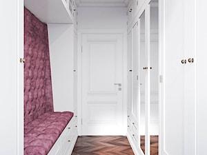 Męskie mieszkanie w eleganckim stylu - Średnia zamknięta garderoba oddzielne pomieszczenie, styl klasyczny - zdjęcie od Dom-Art