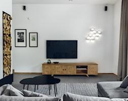 DOM TUŻ ZA MIASTEM - Średni biały salon, styl nowoczesny - zdjęcie od LOFT Magdalena Adamus