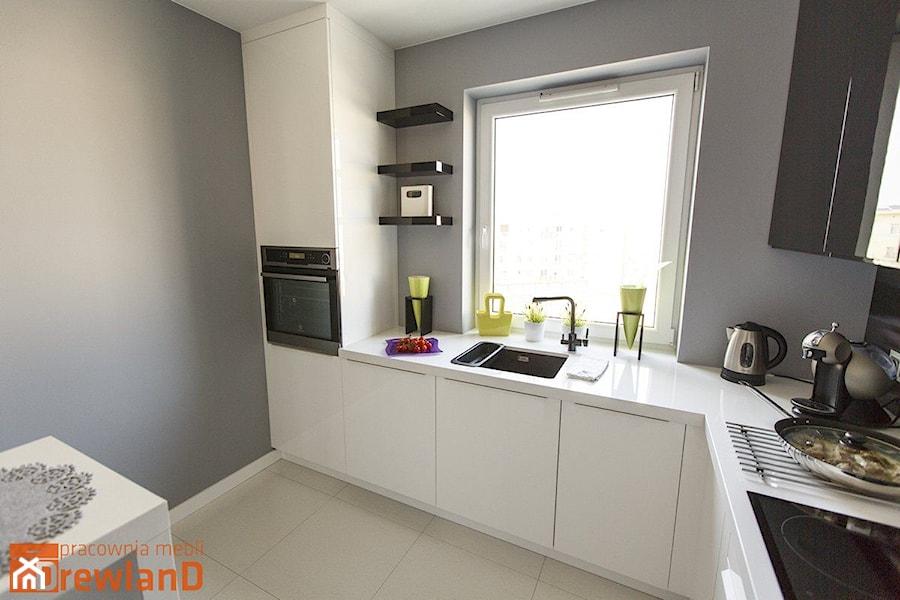 Kuchnia na wysoki połysk  zdjęcie od Drewland Pracownia Mebli