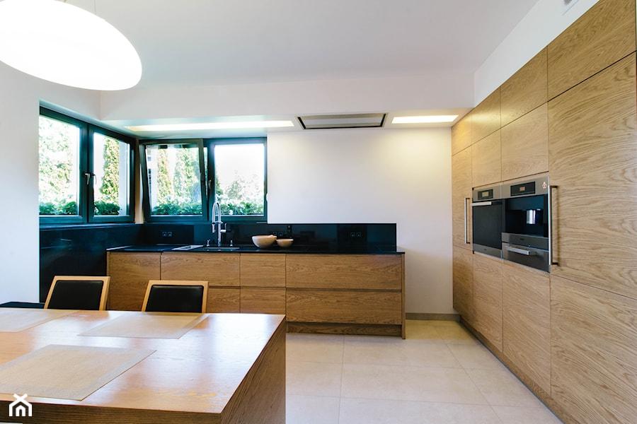 Dębowa, nowoczesna realizacja kuchenna  Duża otwarta   -> Kuchnie Meble Obrazy
