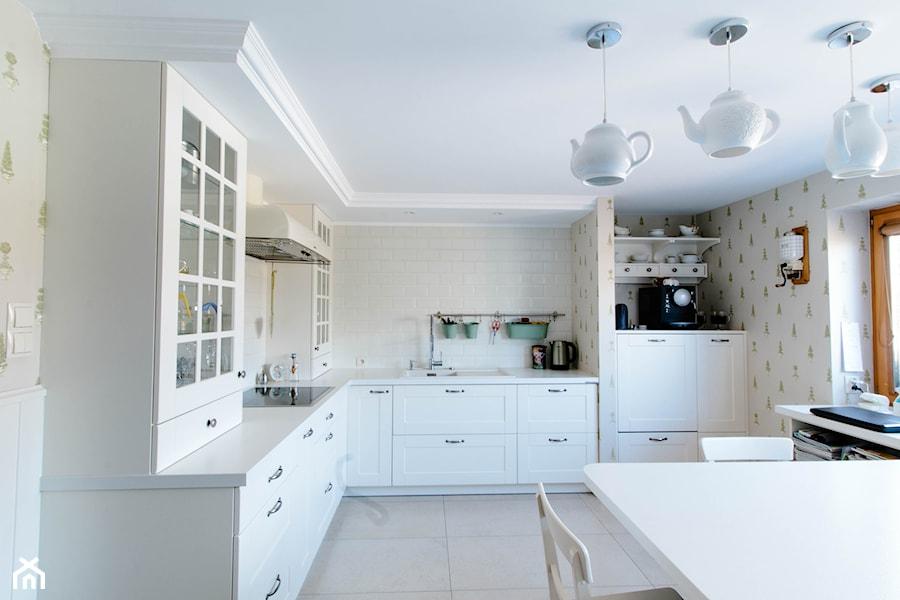Biała klasyczna kuchnia  zdjęcie od Kuchnie Bogaccy