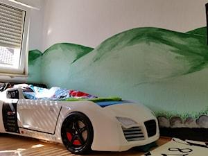 auto-moto - Średni biały zielony kolorowy pokój dziecka dla chłopca dla malucha, styl art deco - zdjęcie od Dotri