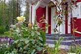 ogród przed domem w stylu skandynawskim