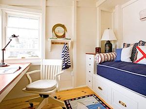 Średni beżowy pokój dziecka dla chłopca dla malucha, styl kolonialny - zdjęcie od Homebook.pl