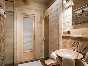 Chata przy Dolinie (Zakohome) - Mała łazienka w bloku w domu jednorodzinnym bez okna, styl eklektyczny - zdjęcie od Homebook.pl