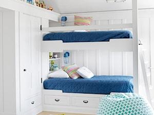 Średni biały szary pokój dziecka dla chłopca dla dziewczynki dla rodzeństwa dla malucha dla nastolatka, styl eklektyczny - zdjęcie od Homebook.pl