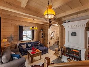 Osada Maruszyna – domek góralski - Duży biały salon, styl tradycyjny - zdjęcie od Homebook.pl