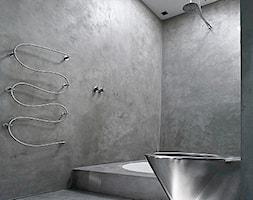 Mała szara łazienka na poddaszu w bloku w domu jednorodzinnym bez okna, styl minimalistyczny - zdjęcie od Homebook.pl