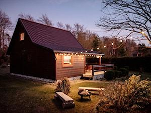 Podróże z Designem – sosnowy domek z kominkiem