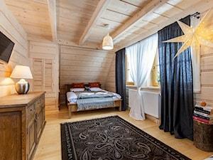 Osada Maruszyna – domek góralski - Sypialnia, styl tradycyjny - zdjęcie od Homebook.pl
