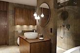 okrągłe lustro bez ramy, łazienka w odcieniach brązu
