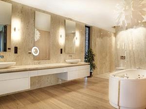 Duża łazienka w domu jednorodzinnym jako salon kąpielowy jako domowe spa z oknem, styl nowoczesny - zdjęcie od Pracownia Projektowa Sucharski