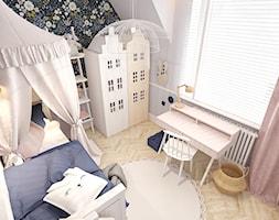 MIESZKANIE W KWIDZYNIE 2018 - Mały biały czarny pokój dziecka dla dziewczynki dla malucha, styl eklektyczny - zdjęcie od INTERJO projektowanie wnętrz i grafiki