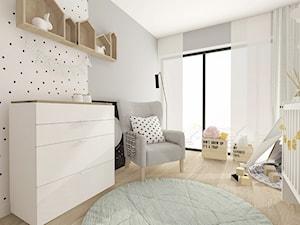 Średni biały szary pokój dziecka dla chłopca dla niemowlaka, styl skandynawski - zdjęcie od INTERJO projektowanie wnętrz i grafiki