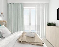 APARTAMENT POD WYNAJEM KRÓTKOTERMINOWY W SARBINOWIE 2 2017 - Mała biała sypialnia małżeńska z balkonem / tarasem, styl nowoczesny - zdjęcie od INTERJO projektowanie wnętrz i grafiki