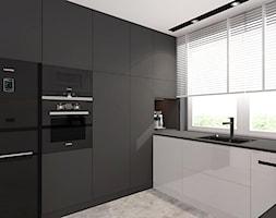 DOM JEDNORODZINNY POD KOSZALINEM 2019_1 - Średnia otwarta biała czarna kuchnia w kształcie litery u ... - zdjęcie od INTERJO Projektowanie Wnętrz - Homebook