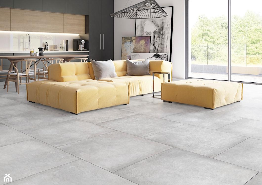 betonowa podłoga w salonie