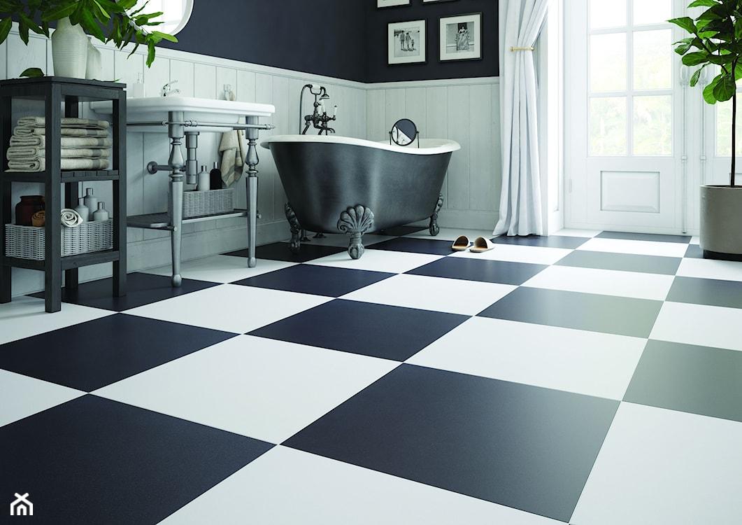 biało - czarne płytki w łazience retro