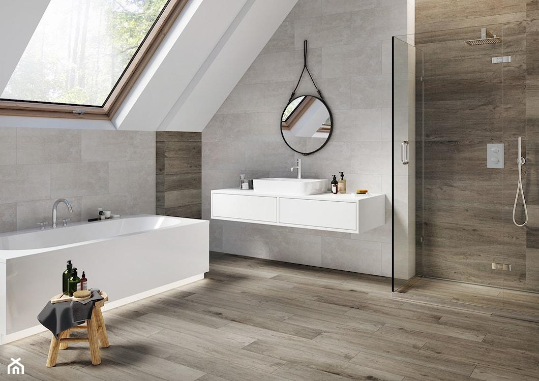 drewno w łazience, płytki drewnopodobne w łazience