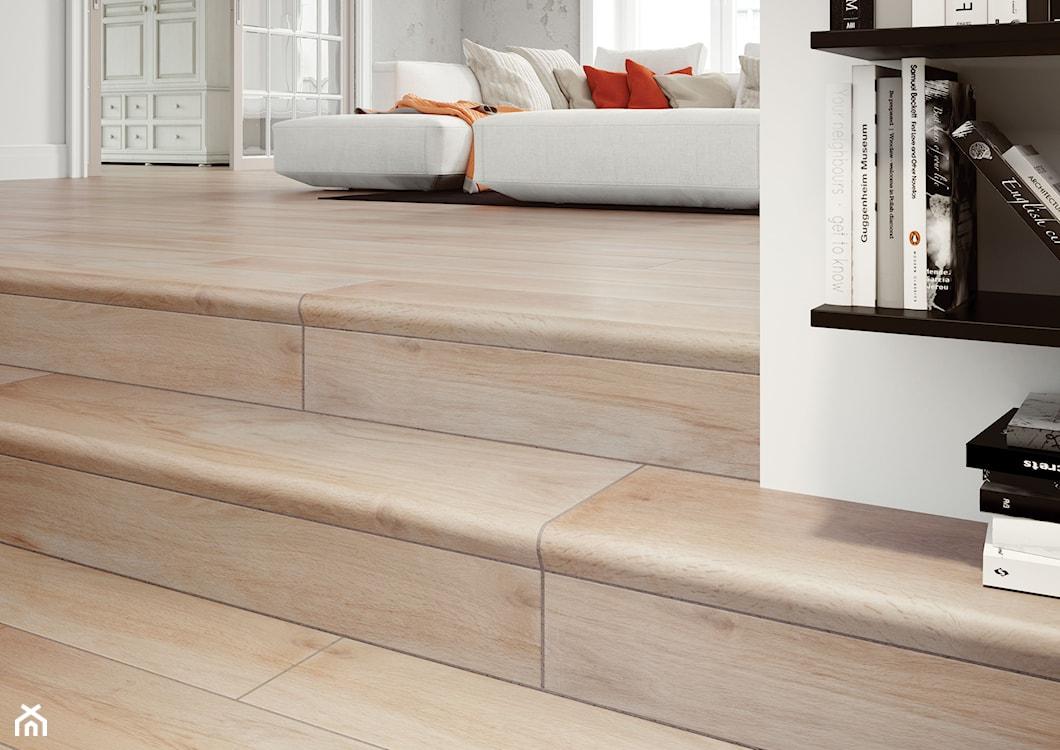 płytki drewnopodobne na schodach