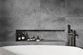 beton i drewno w łazience, płytki imitujące beton, płytki imitujące drewno