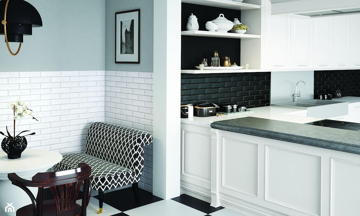 czarne i białe płytki ścienne w kuchni