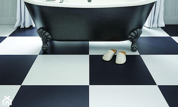 nowoczesna łazienka, biało-czarna łazienka, łazienka z wanną wolnostojącą